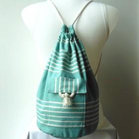 petit sac marin sur le dos