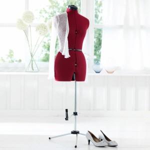 Mannequin de couturière sur pied et réglable de La Redoute