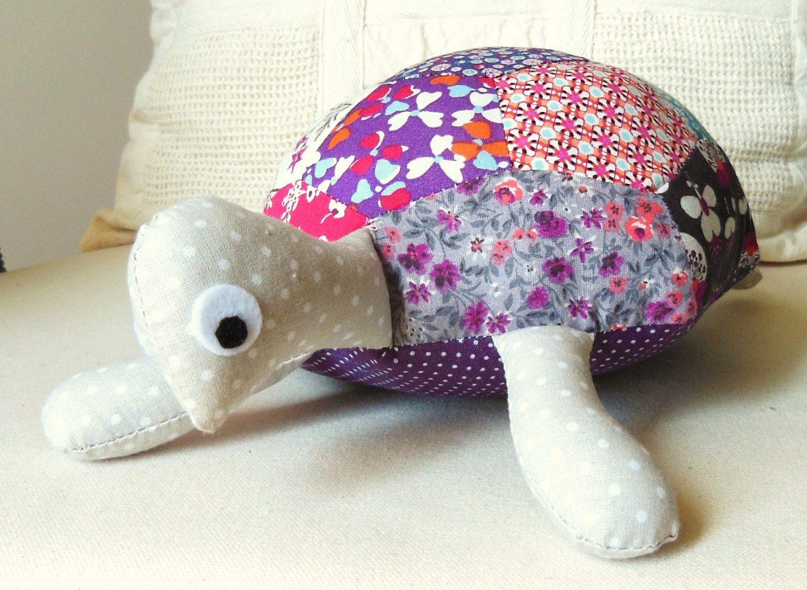 berlue la tortue doudou patchwork coudre l 39 atelier dans l 39 arbre blog de couture. Black Bedroom Furniture Sets. Home Design Ideas