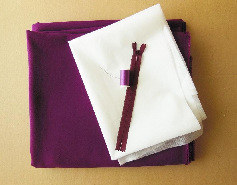 Tissu crêpe,  stabilisateur, zip invisible, fil assorti, achetés localement.