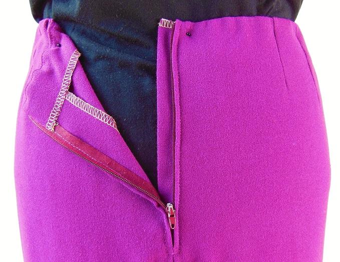 Zip de récup, patte de zip, élastique à la taille, parementure cousue sur les surplus de couture
