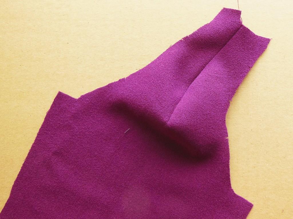 Couture de l'épaule de la manche raglan droite